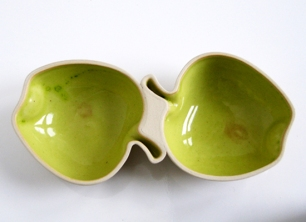 Galleri Oz. 2010. Platter for 2 apples, 20x 10 cm. Photo Siri Brekke
